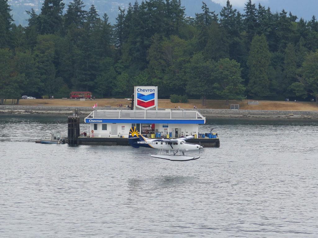 Foto eines Wasserflugzeugs bei der Landung in Vancouver