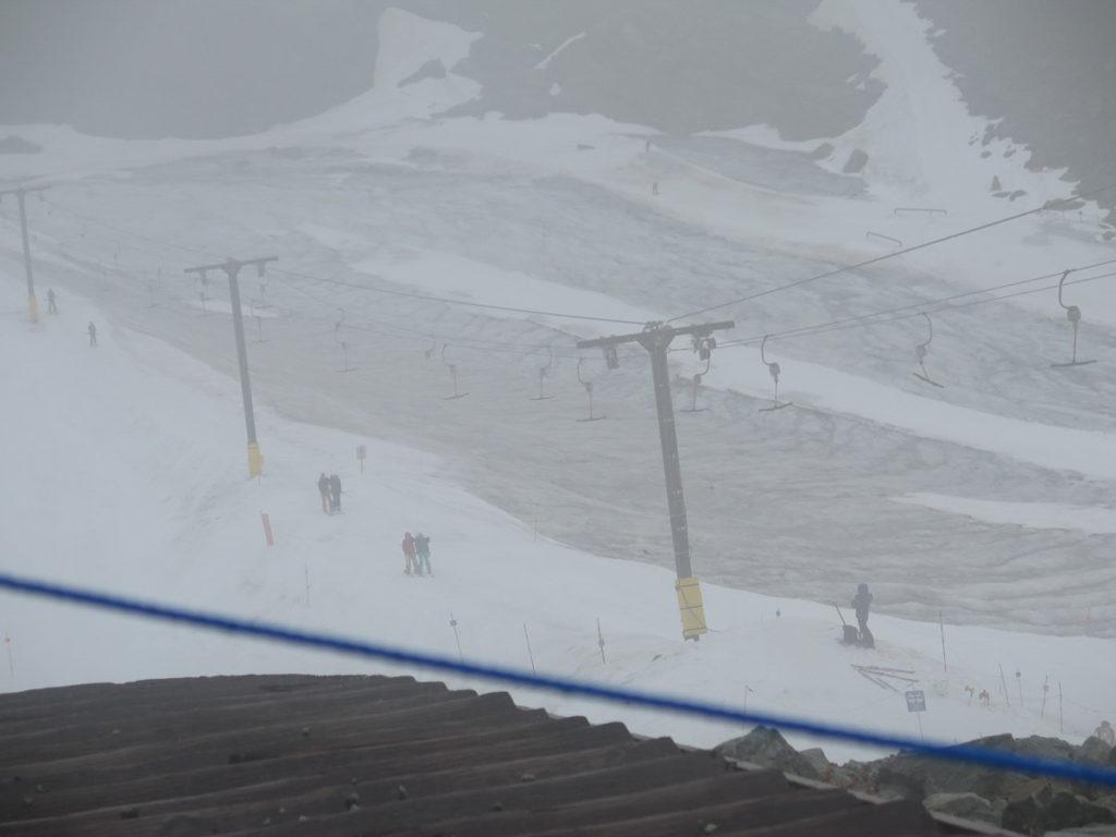 Skilift im Nebel in Whistler/Kanada