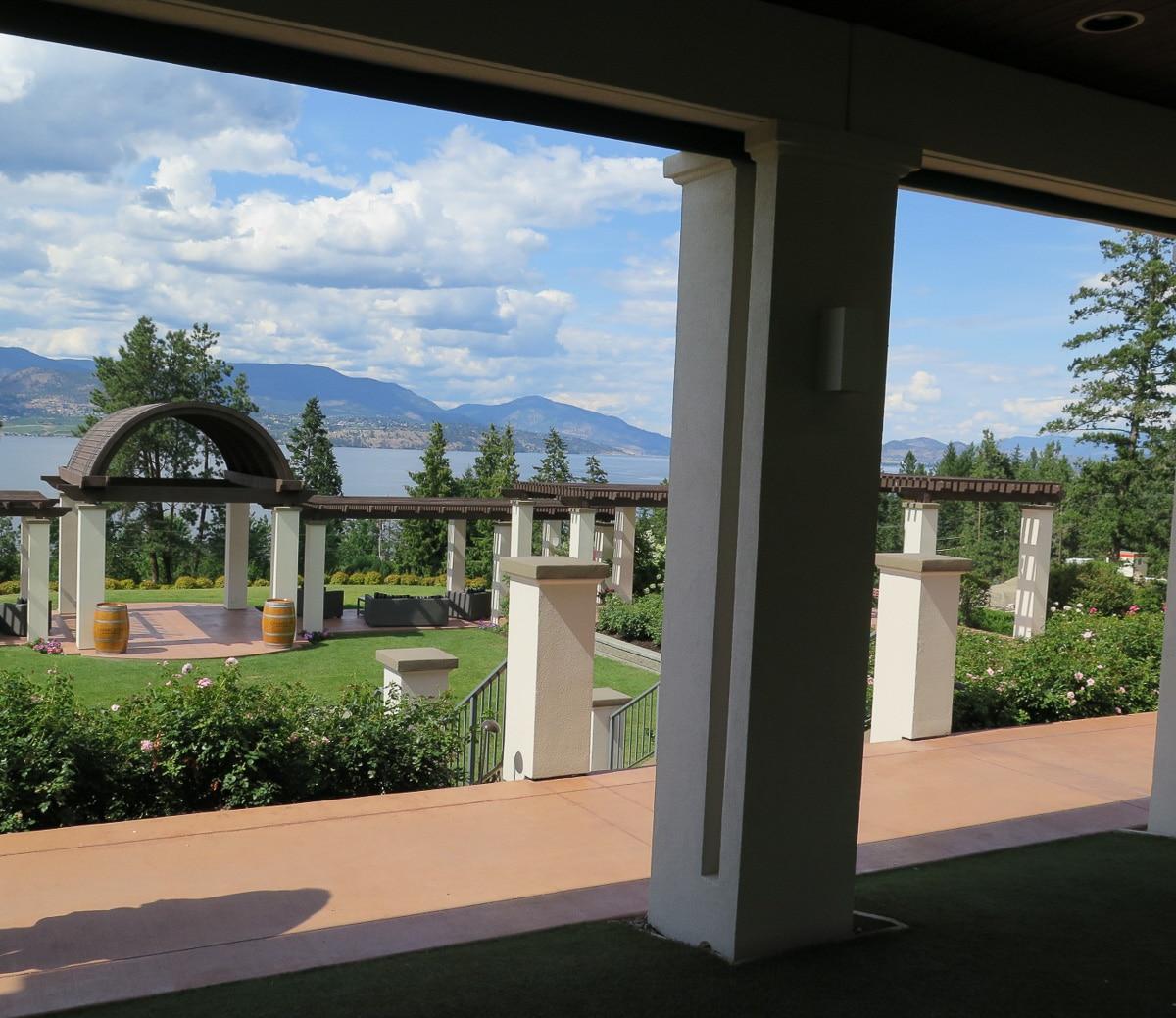 Aussicht über Weingut und Lake Okanagan