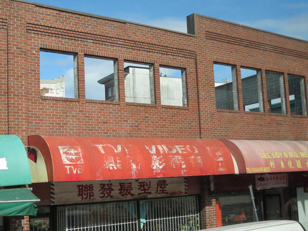 Foto von einem runtergekommenen Gebäude in Chinatown Vancouver