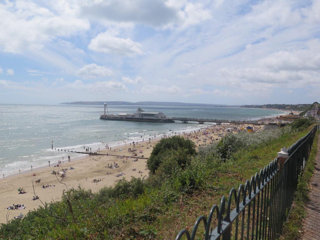 Übersicht vom Strand und Pier in Bournemouth von oben