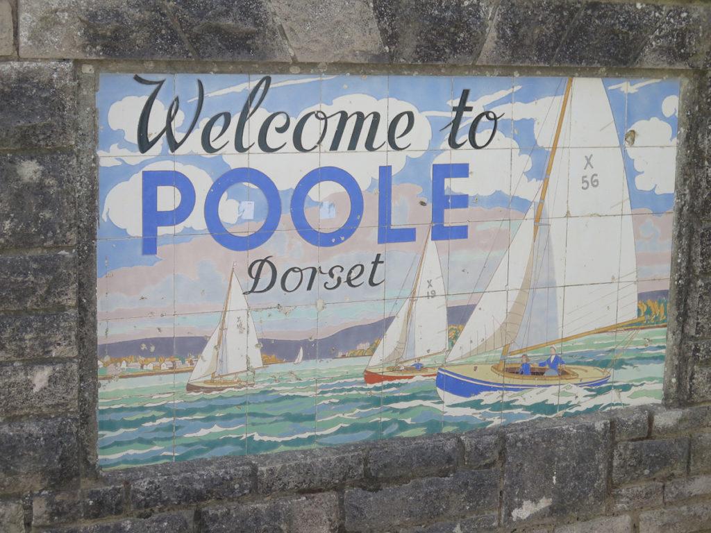 Retro Fliessenbild von der Küstenstadt Poole