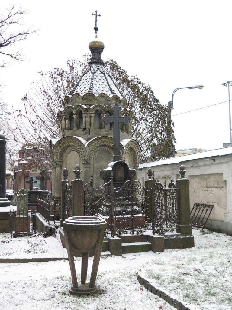 Friedhof Alexander Nevski Kloster in St. Petersburg im Schnee