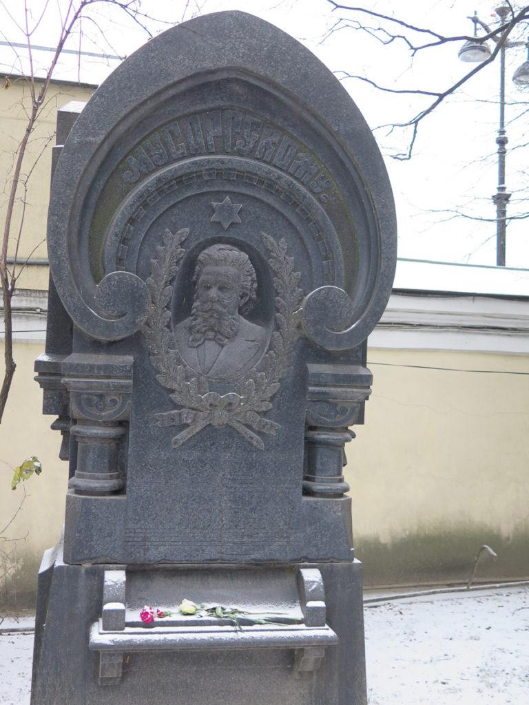 Grab von Mussorgski auf dem Friedhof Alexander Nevski Kloster in St. Petersburg