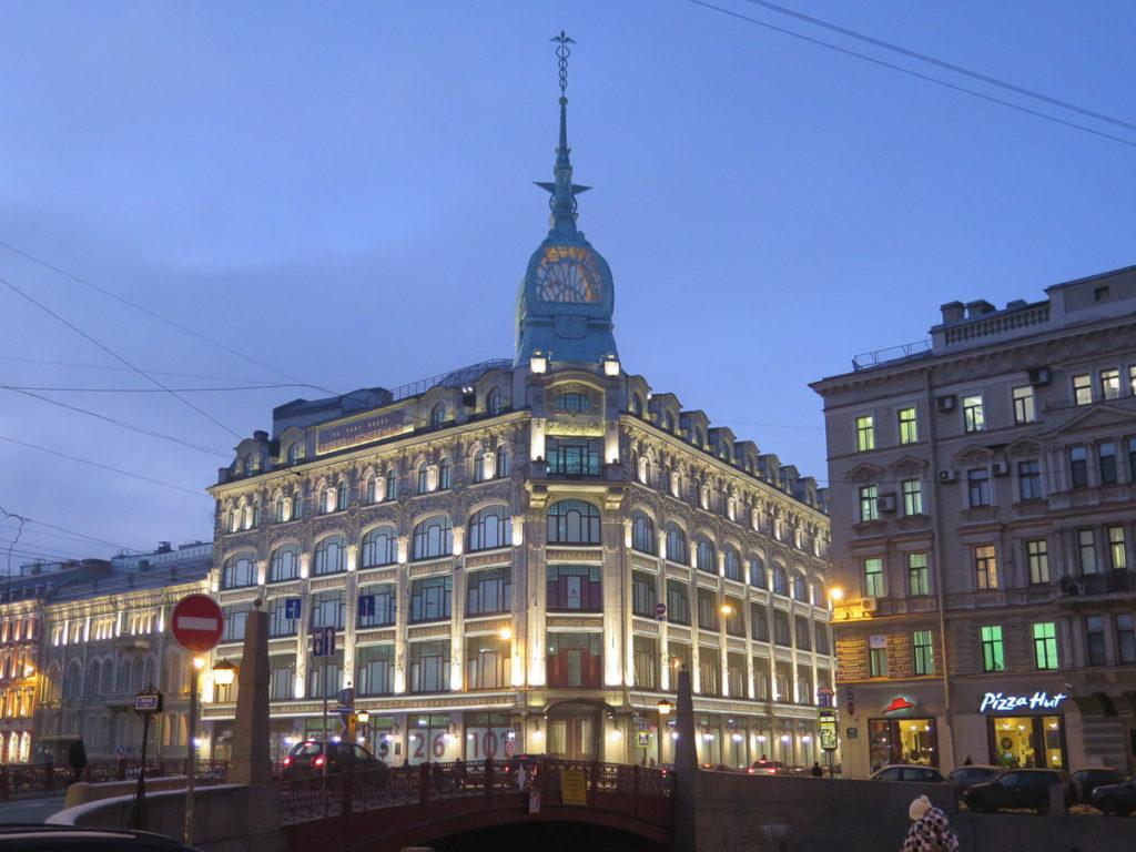 St. Petersburg am Abend