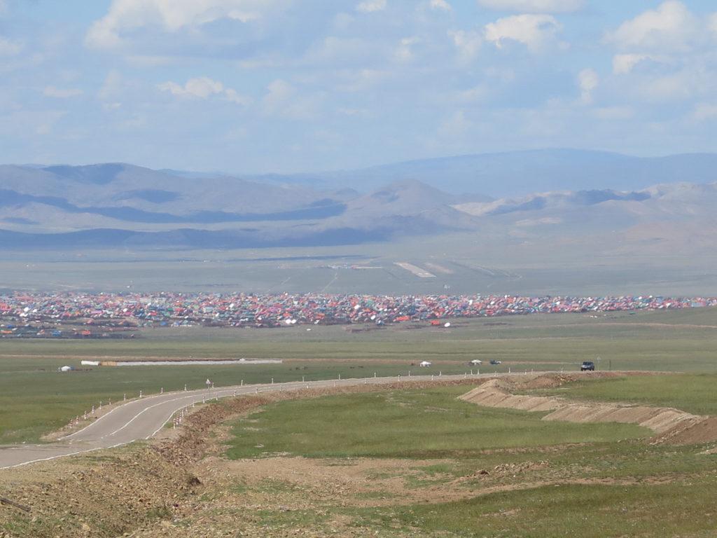 Übersichtsfoto von der Stadt Murun in der Mongolei