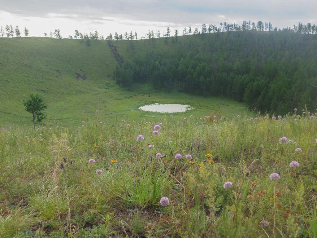erloschene Vulkan Uraan Uul Blick auf den Krater