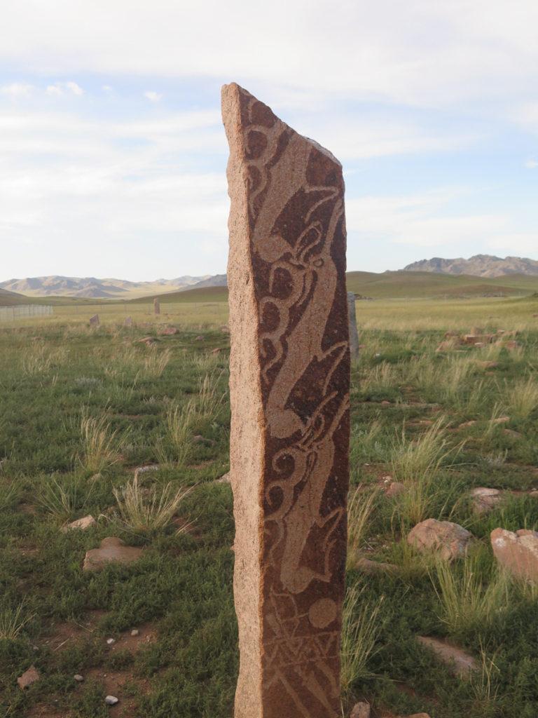 Hirschsteine in der Mongolei mit fliegende Rentiere