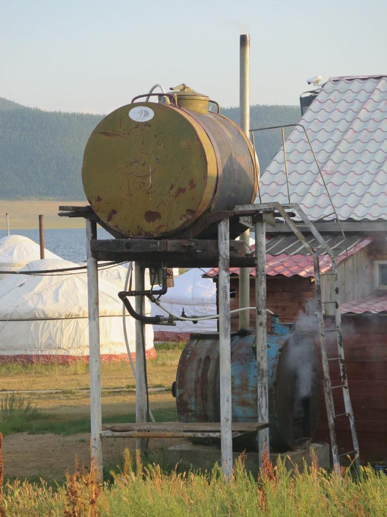 Warmwasserkessel im Jurtencamp