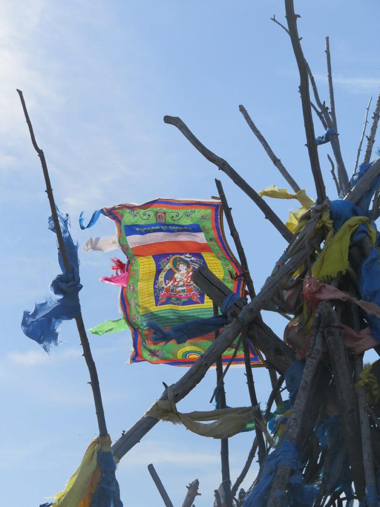 Tibetische Fahne auf mongolischer Owoo