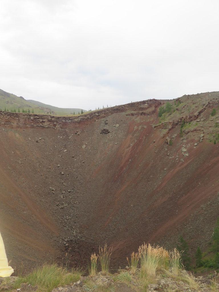 Krater vom Vulkan Khorgo, roter Stein