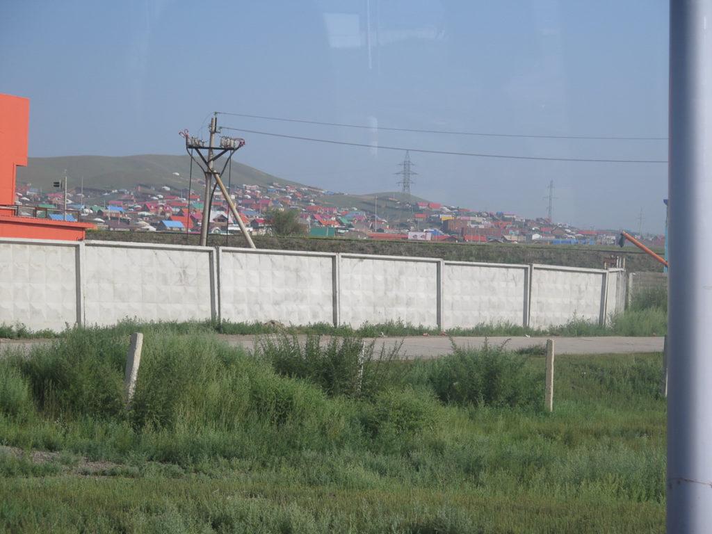 Jurtencamps und kleine Häuser am Rande der Stadt Ulaanbaatar