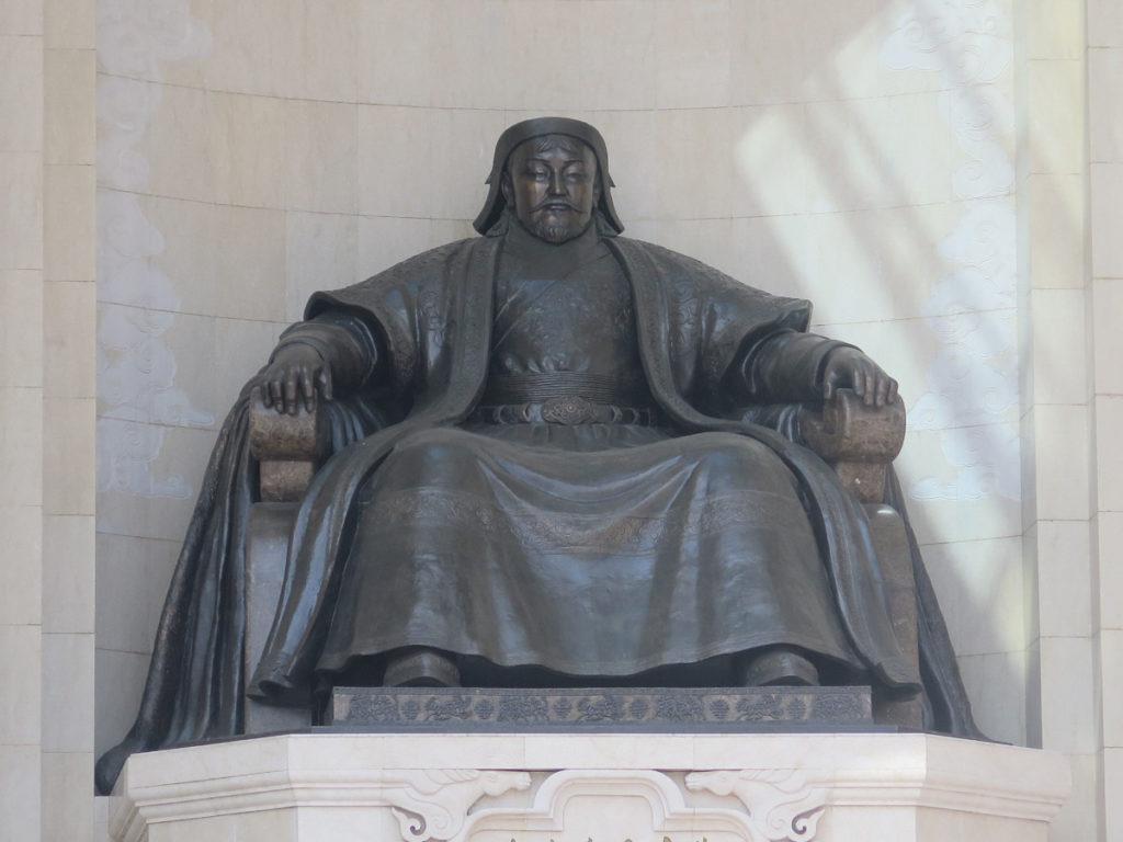 Skulptur von  Djingis Khan am Parlementsgebäude Ulaanbaatar