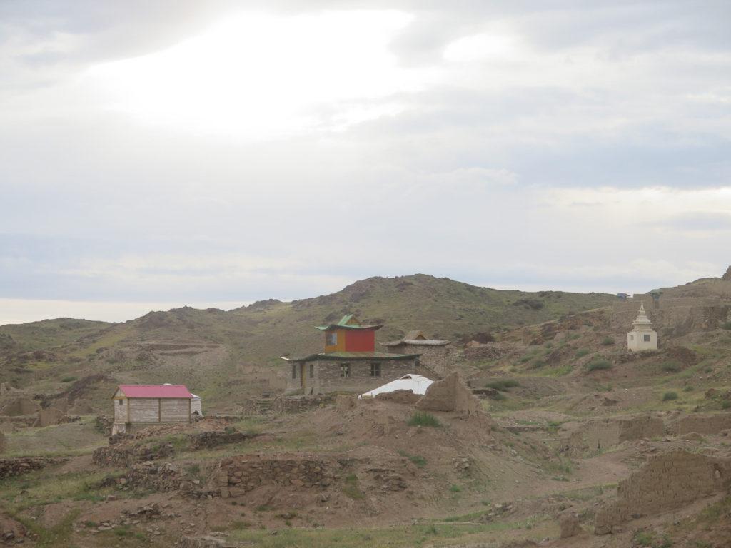 Reste vom Kloster Ongi in karge Landschaft