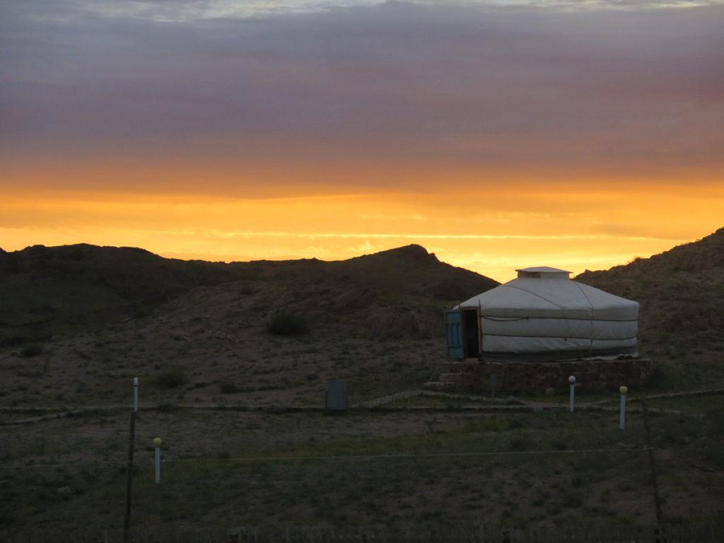 Eine Jurte beim Sonnenuntergang