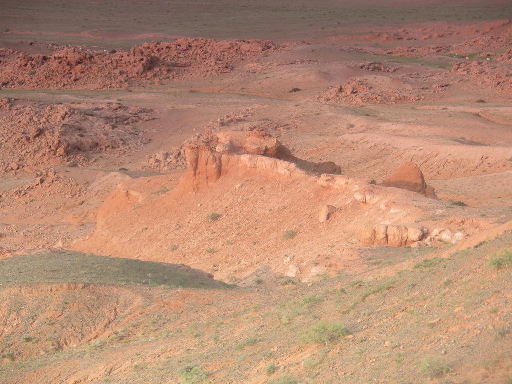 Rote Klippen Bayanzag in der Mongolei