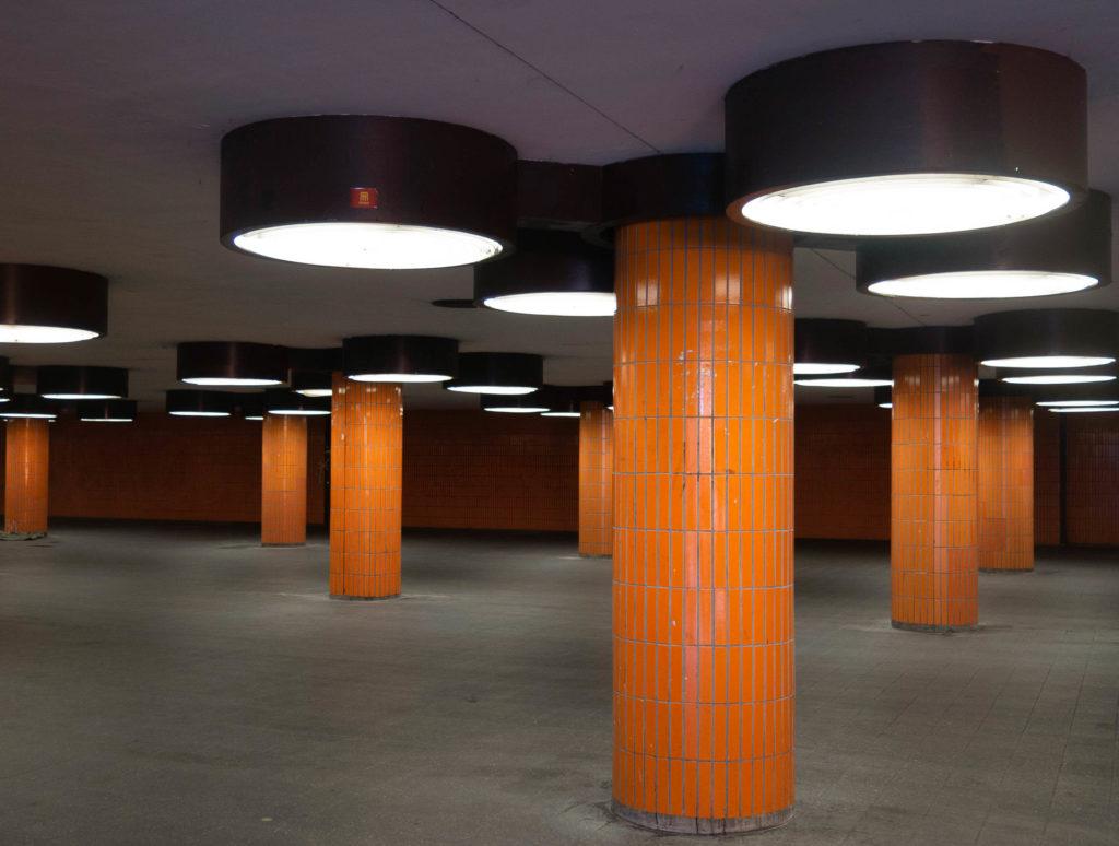 Unterführung in Retro Orange Berlin Messedamm