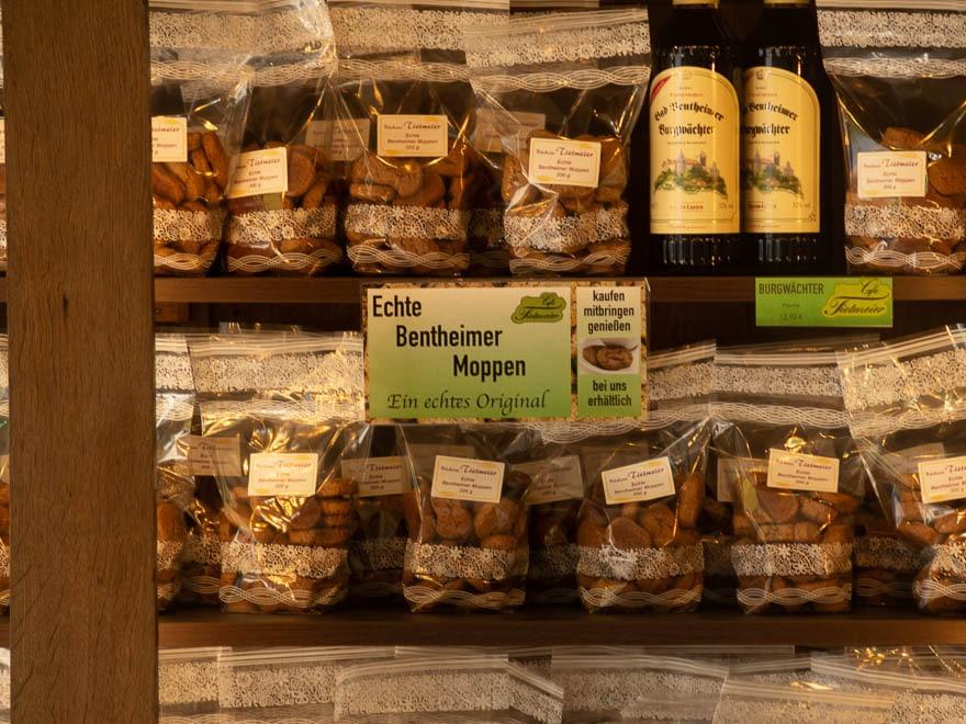 Regal mit Kekse in Bad Bentheim Bentheimer Moppen