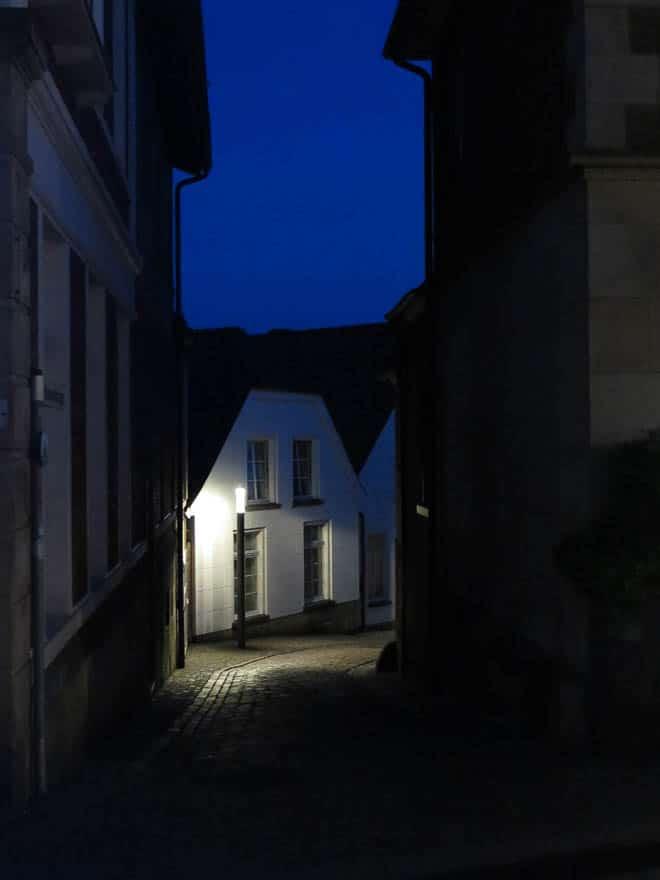 Straße in Bad Bentheim abends im dunkeln