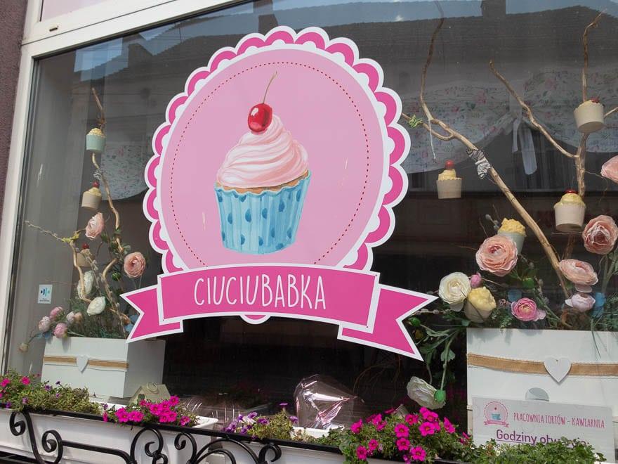 Logo Ciuciubabka, Fenster vom Cafe
