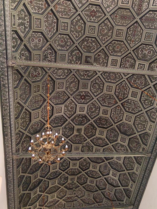 Schön dekorierte Holzdecke in der Kirche in Lippehne