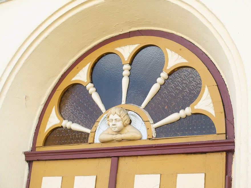 Detail von Tür Oberlicht Schule Lippehne