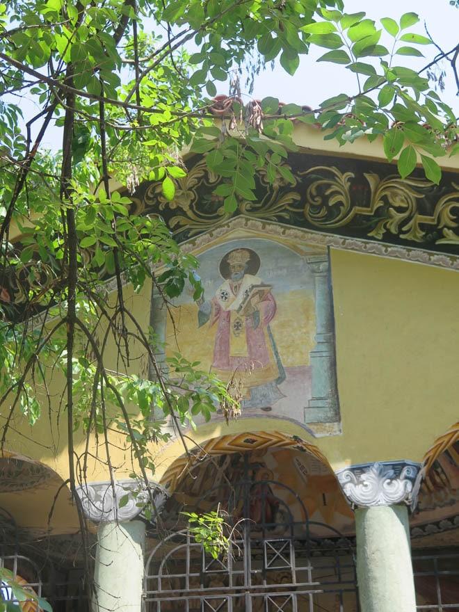 Batschkovo Kloster Giebel mit Heiligengemälde