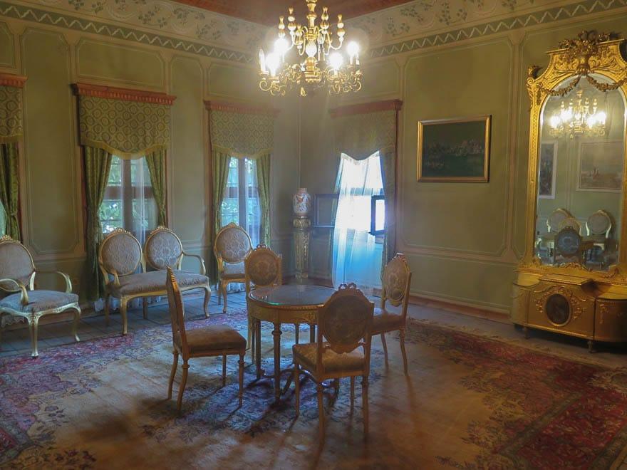 Balabanov Haus Plovdiv Wohnzimmer in grün mit gold