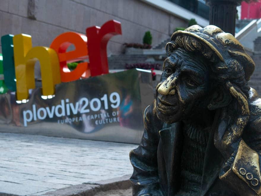 Plovdiv Kulturhauptstadt 2019 im Vordergrund Milio Skulptur
