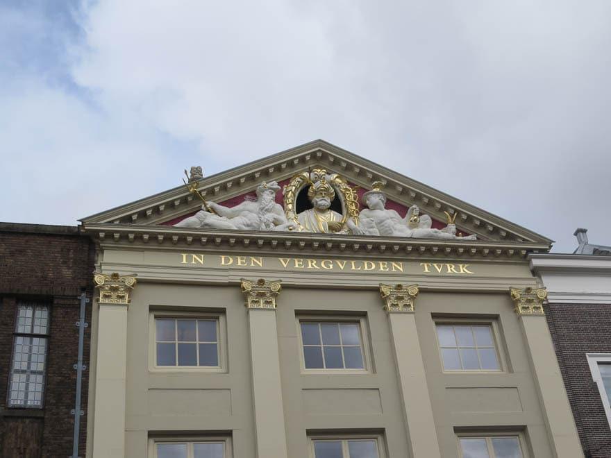 Giebel 'in den vergulden Turk' in Leiden