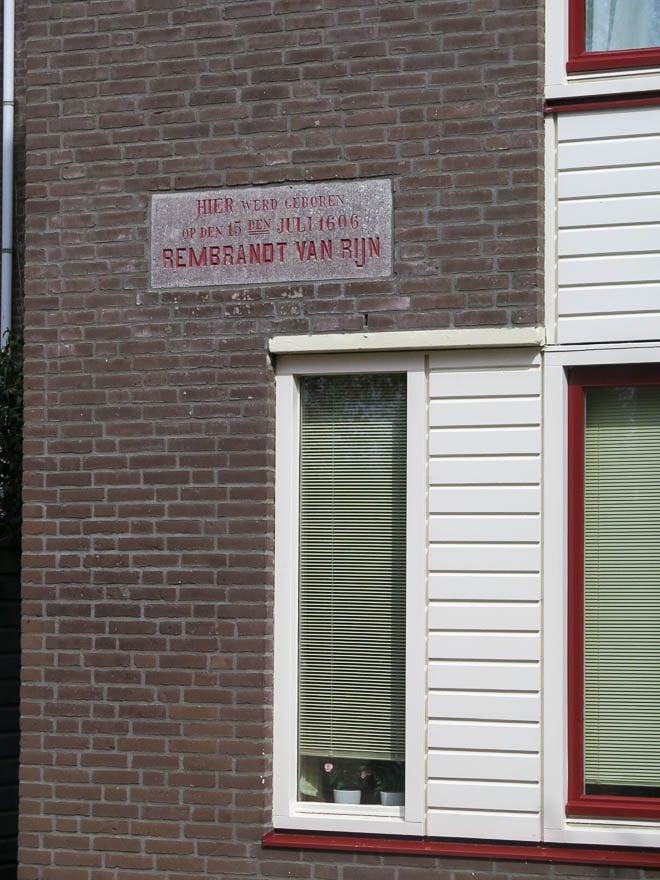 Plakette Geburtsort Rembrandt van Rijn in Leiden.