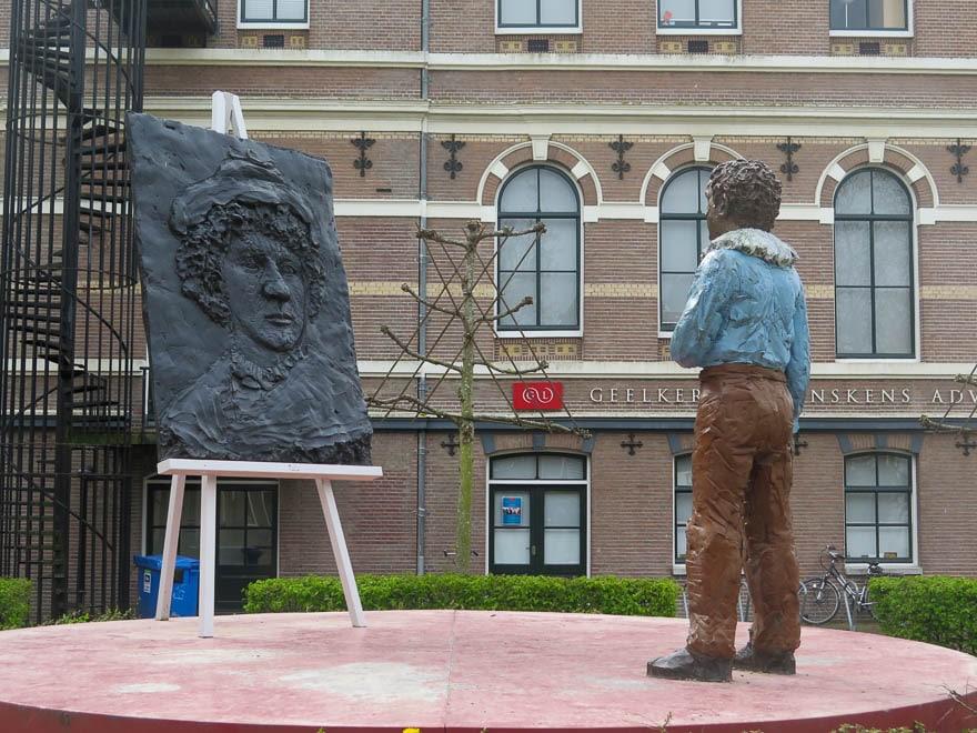 Kunstwerk Stephan Balkenhol. Rembrandt van Rijn als er jung war. Leiden