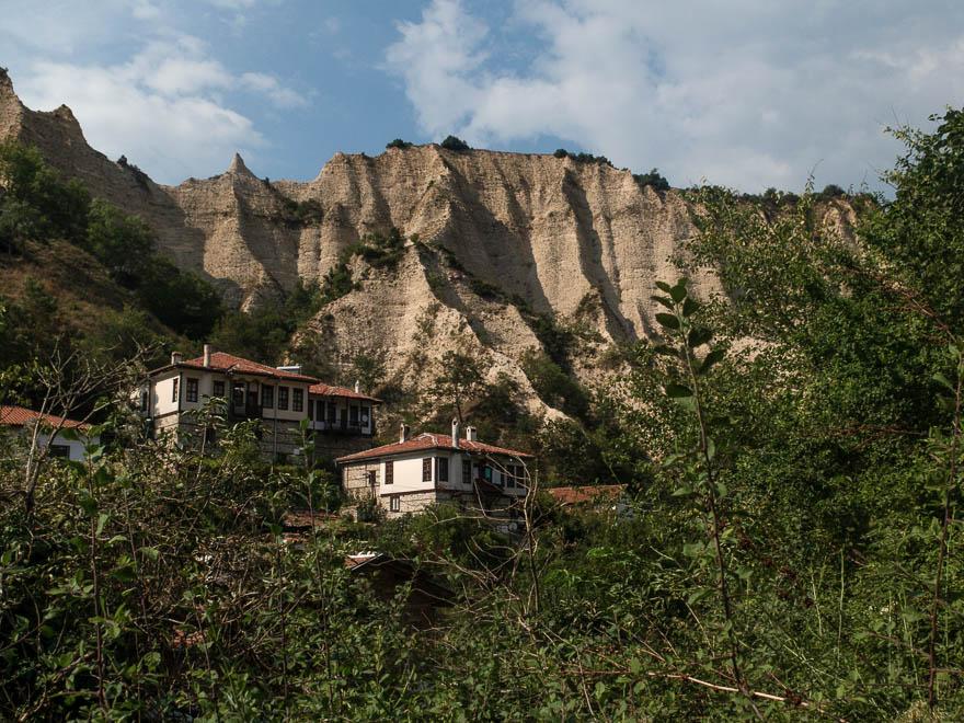 Melnik mit den Sandsteinfelsen im Hintergrund