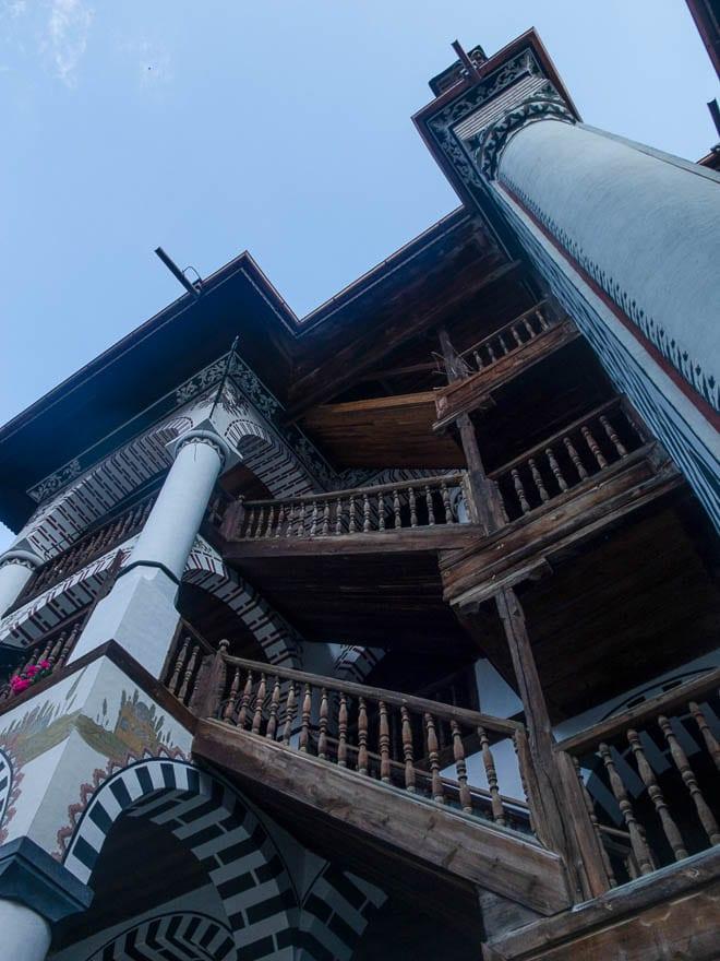Rila Kloster Treppenaufgang mit Holztreppe