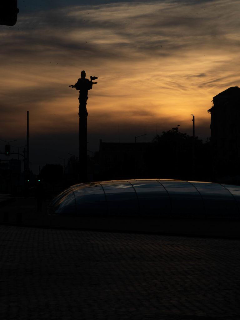 Sofia Statue in Sofia beim Sonnenuntergang