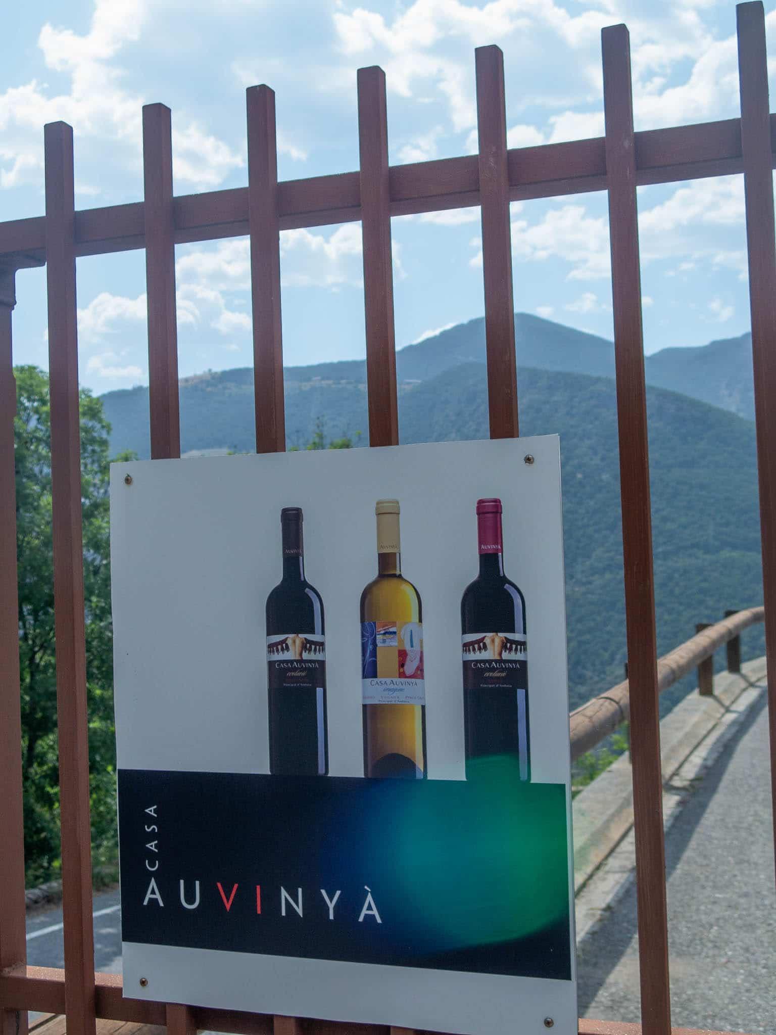 Tor mit Schild von Casa Auvinya Andorra