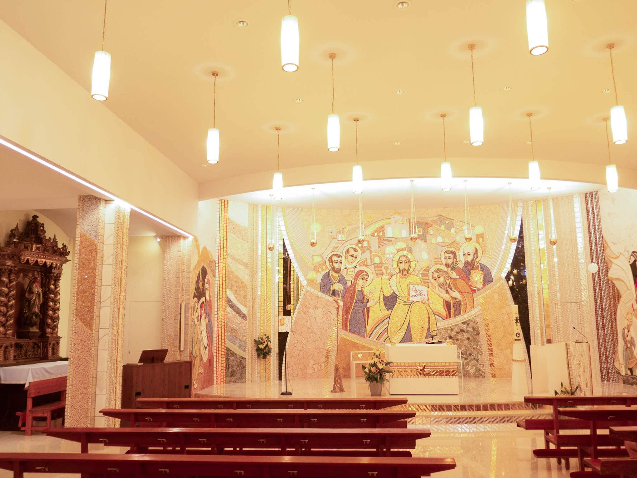 Mosaik von Marko Ivan Rupnik in Kirche in Andorra
