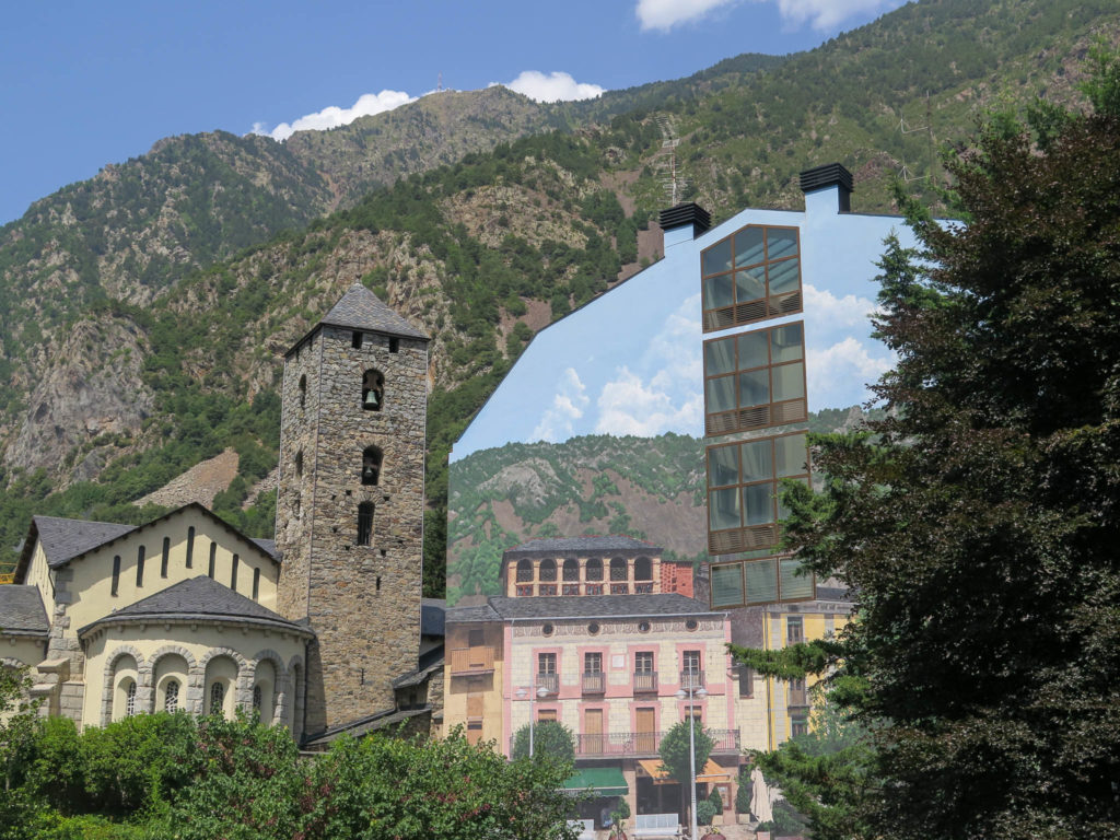 Andorra la Vella, Turm und Berge