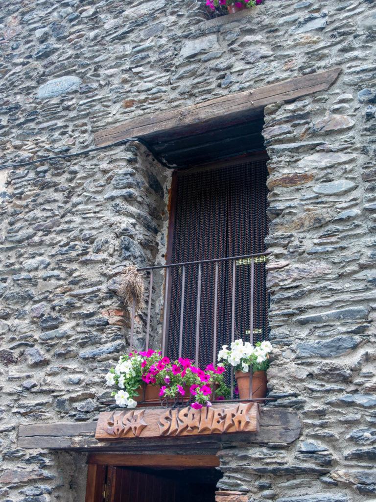 Fenster von Casa Sisqueta in Tor, Spanien