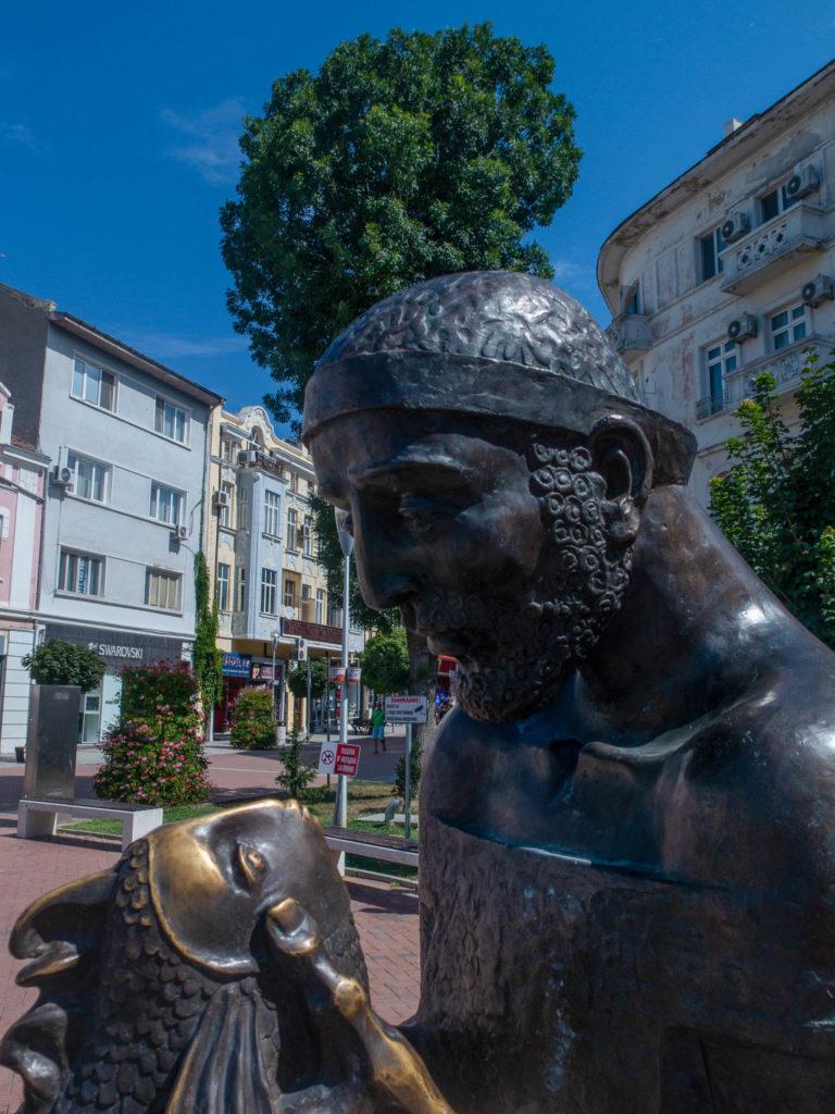 Skulptur im Zentrum von Varna, Man mit Fisch