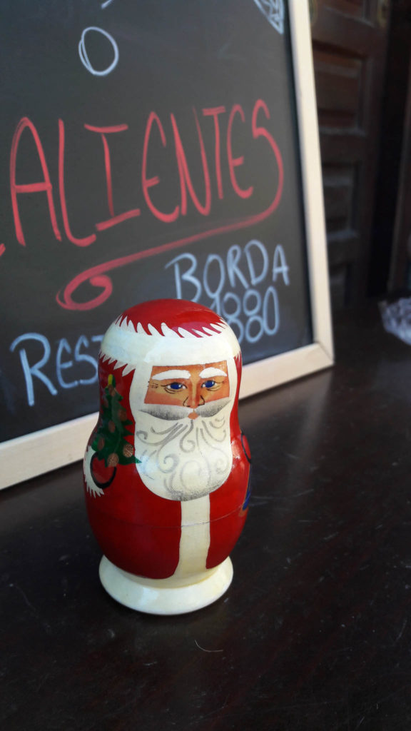 Weihnachtsmannmatroschka im Miniaturmuseum Andorra
